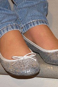 Free picture of a girl wearing ballet flats from BalletFlatsFetish.com - immagine02