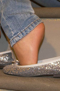 Free picture of a girl wearing ballet flats from BalletFlatsFetish.com - immagine06