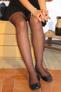 Free picture of a girl wearing ballet flats from BalletFlatsFetish.com - immagine01