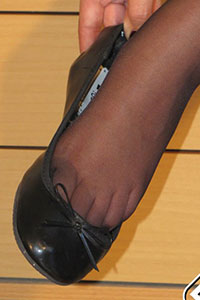 Free picture of a girl wearing ballet flats from BalletFlatsFetish.com - immagine07
