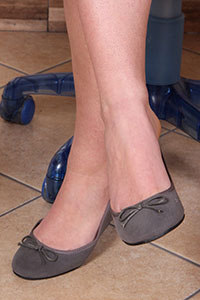 Free picture of a girl wearing ballet flats from BalletFlatsFetish.com - petrascrivania06