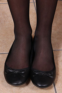 Free picture of a girl wearing ballet flats from BalletFlatsFetish.com - alessiatavolino09