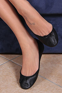 Free picture of a girl wearing ballet flats from BalletFlatsFetish.com - danieladivano02