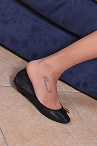 Free picture of a girl wearing ballet flats from BalletFlatsFetish.com - danieladivano06