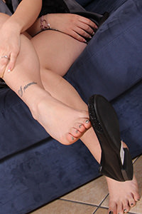 Free picture of a girl wearing ballet flats from Ballerine World.com - passione-piedi-petra-mascherina02-09