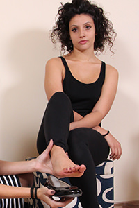 Free picture of a girl wearing ballet flats from Ballerine World.com - passione-piedi-tessathena-negozioscarpe01-04