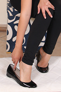 Free picture of a girl wearing ballet flats from Ballerine World.com - passione-piedi-tessathena-negozioscarpe01-09