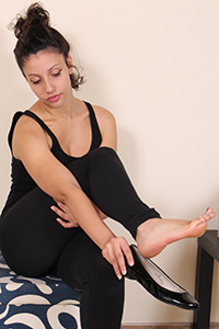 Free picture of a girl wearing ballet flats from Ballerine World.com - passione-piedi-tessathena-negozioscarpe01-10